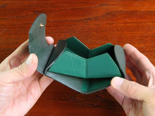 本革三つ折り財布「Cartolare(カルトラーレ) ハンモックウォレット コンパクト」が12月1日よりオンラインショップに新登場。